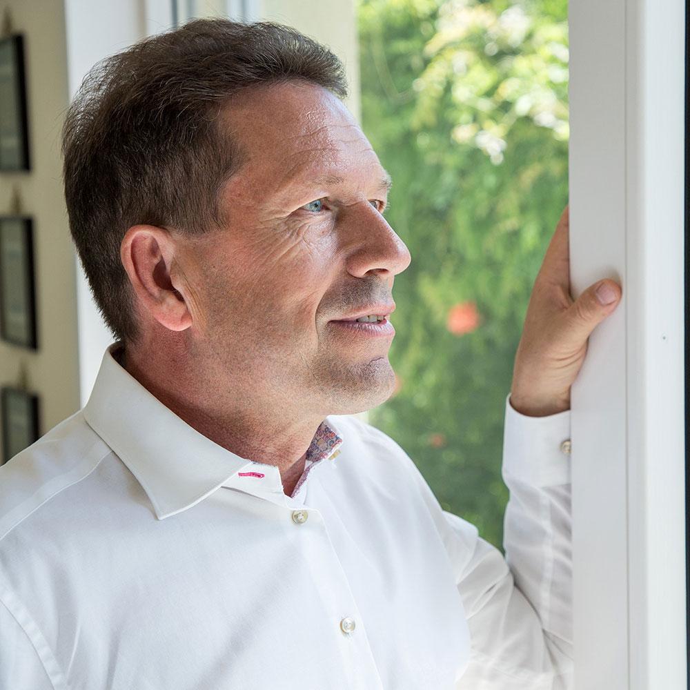 Markus Hardegger am Fenster